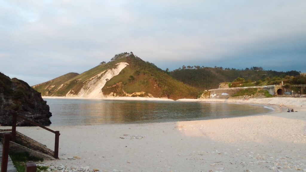 Playa de San Antolín al atardecer